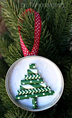 http://www.craftymorning.com/mason-jar-lid-ornament-straw-christmas-tree/?crlt.pid=camp.6V7rN31uuxQW